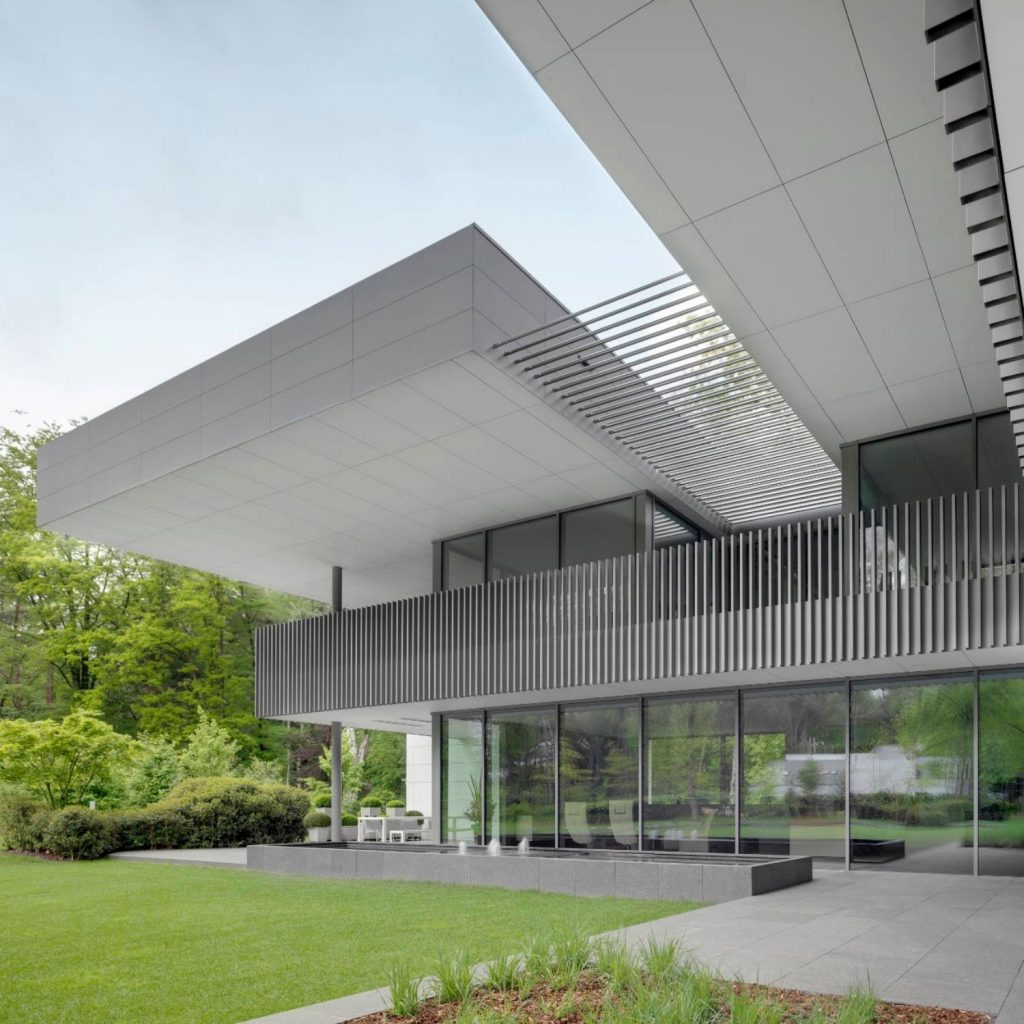 aluminium louvre roof integrated into a building structure for a modern shading solution