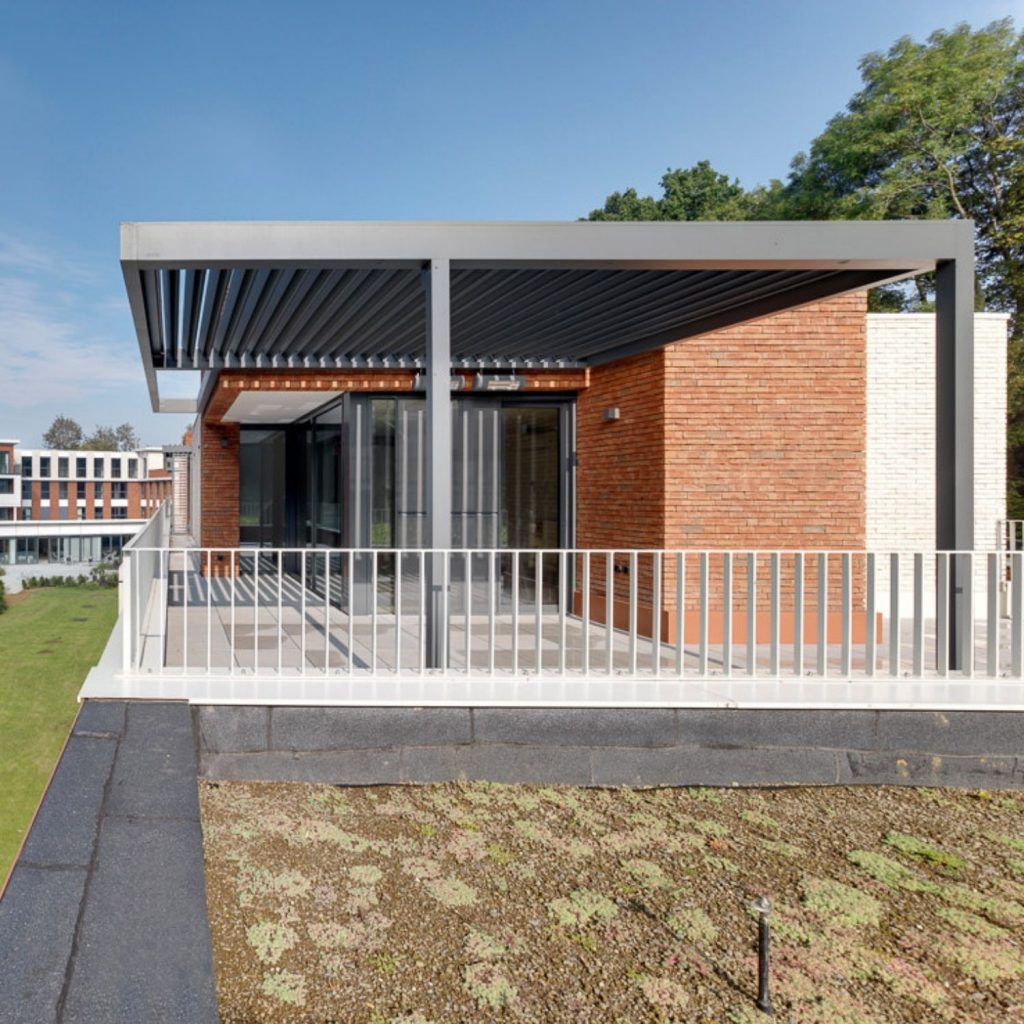aluminium louvre roof structure that is a watertight outdoor roof system