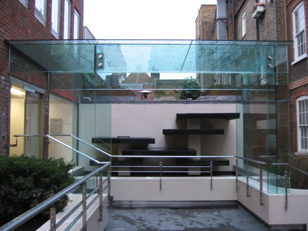 Frameless structural glass shelter