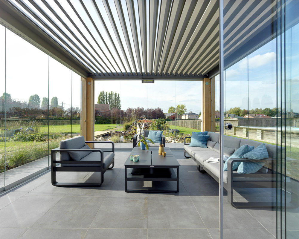 Outdoor living louvre roof