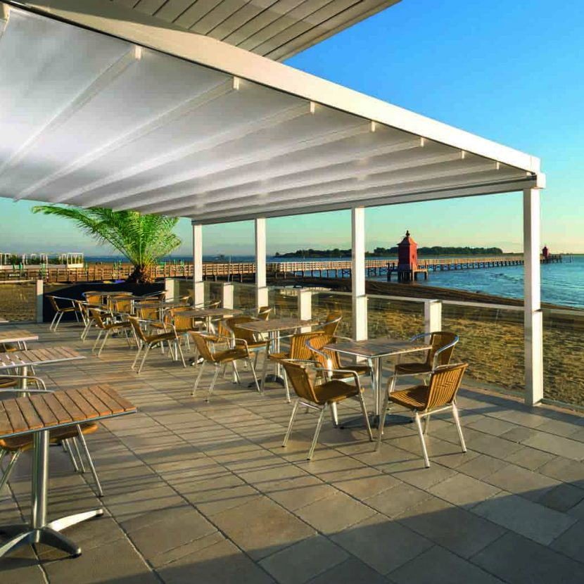 Portuguese restaurant with IQ retractable awning roof