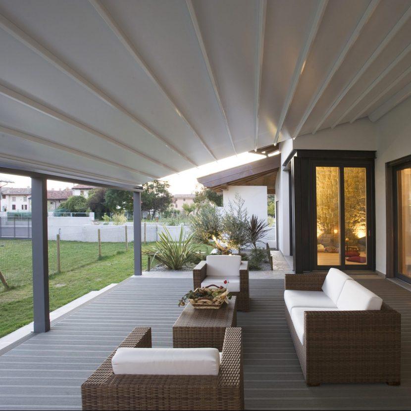 Automated aluminium louvre patio roof